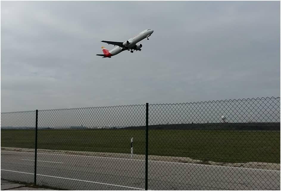 Assistència tècnica per a prestació del servei d'implantació i seguiment del Programa de gestió de riscos associats a la fauna en aeroports
